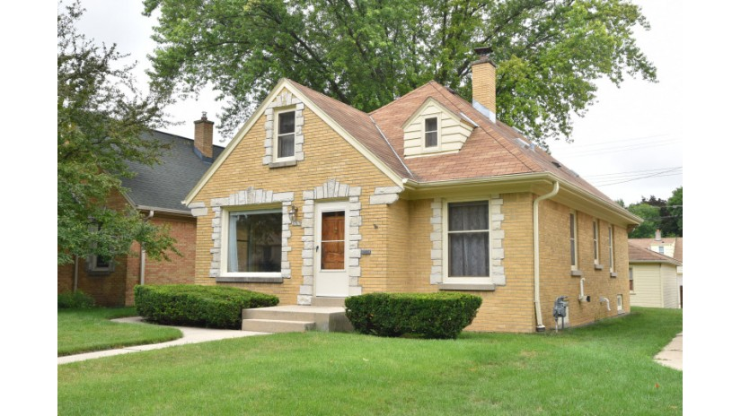 3767 N 86th St Milwaukee, WI 53222-2829 by Shorewest Realtors $134,900