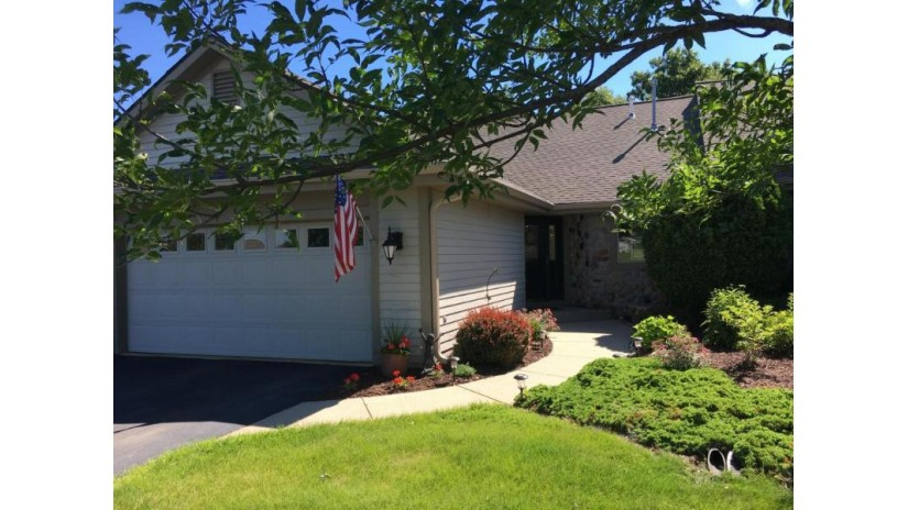 458 Oak Ridge Dr 3 Hartland, WI 53029-2438 by First Weber Inc - Delafield $364,900