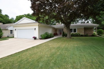 516 W Apple Tree Rd, Glendale, WI 53217-4026