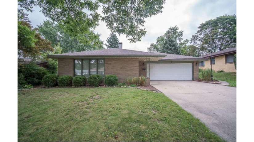 2438 S 93rd St West Allis, WI 53227-2318 by Re/Max Realty 100 $200,000