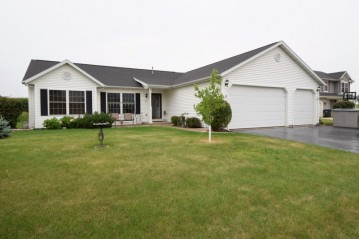 615 Tomahawk Dr, Twin Lakes, WI 53181-9807
