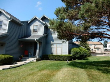 379 Lexington Ct C, Pewaukee, WI 53072-3998
