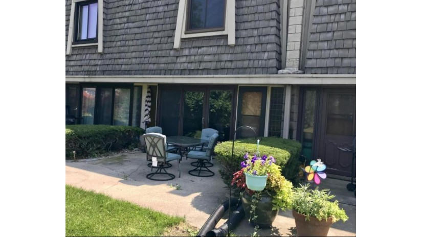 3333 5th Ave 2H South Milwaukee, WI 53172 by Lake Country Flat Fee $71,900