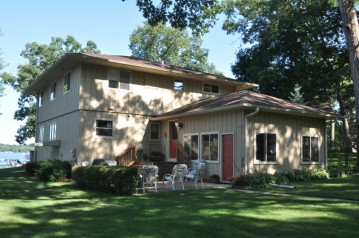 N9356 Romadka Ln, East Troy, WI 53149-1825