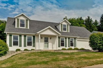 532 Outlook Dr, Twin Lakes, WI 53181-9243