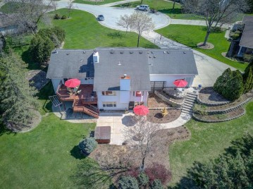 2335 Mary Beth Ct, Brookfield, WI 53005-4968