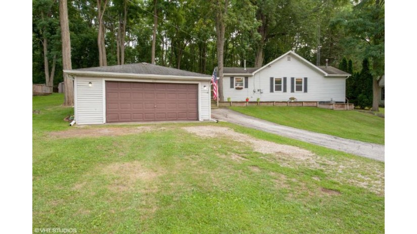 631 Hickory Rd Twin Lakes, WI 53181 by Baird & Warner $127,400