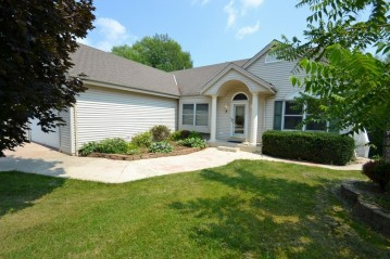 4330 S 38th St, Greenfield, WI 53221-2005