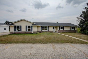 3215 Mile View Rd, West Bend, WI 53095-9287