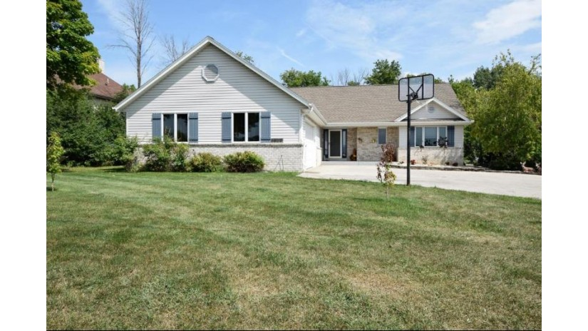 8638 S Shepard Ave Oak Creek, WI 53154 by Foundations Realty Group Llc $359,900