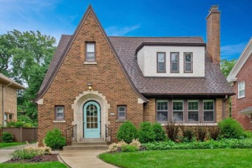 4470 N Maryland Ave, Shorewood, WI 53211-1651