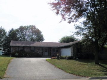 505 Maple Crest Ln, Watertown, WI 53094-6011