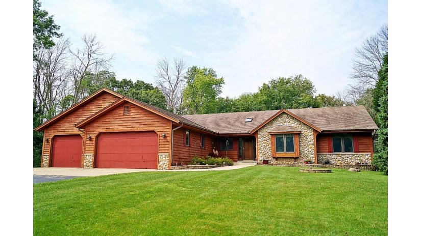 W289S4663 Rockwood Trl Genesee, WI 53189-9049 by Re/Max Realty 100 $399,900