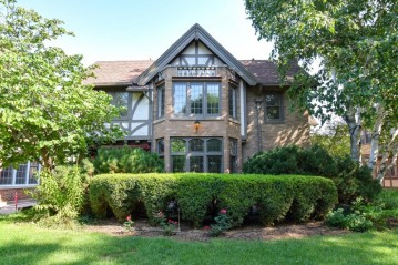 2306 E Kensington Blvd, Shorewood, WI 53211-1248