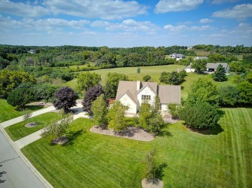 N46W28576 Willow Brook Ct, Delafield, WI 53029-2290