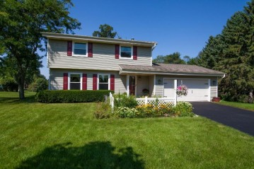 405 Meadow Ln, Eagle, WI 53119-2055
