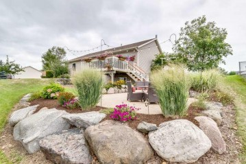 551 Arrowhead Dr, Twin Lakes, WI 53181-9262