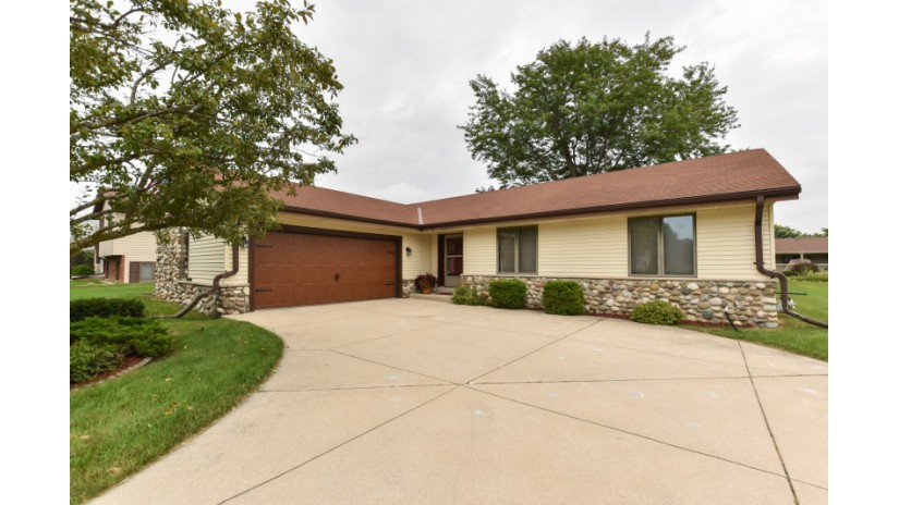 7758 S 83rd St Franklin, WI 53132-9720 by Shorewest Realtors $274,900