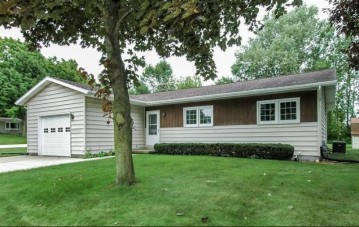 495 Betterway Dr, Mayville, WI 53050-1702