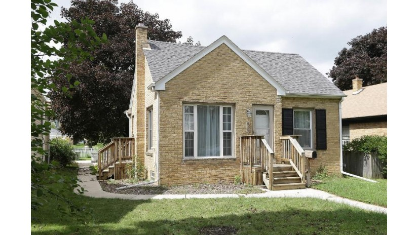 4031 S 1st Pl Milwaukee, WI 53207 by Jp Herman Real Estate Services $139,900