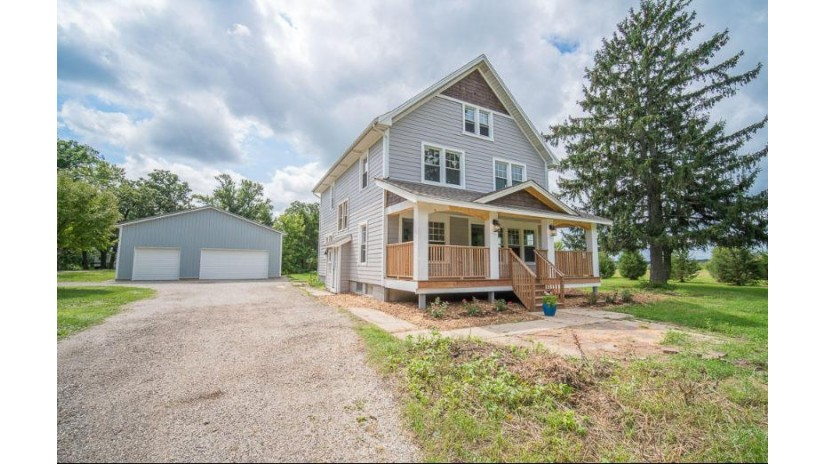 123 Highway D Dousman, WI 53118-8737 by Exsell Real Estate Experts Llc $369,900