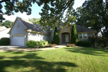 2542 Brittany Ln, East Troy, WI 53120-2063