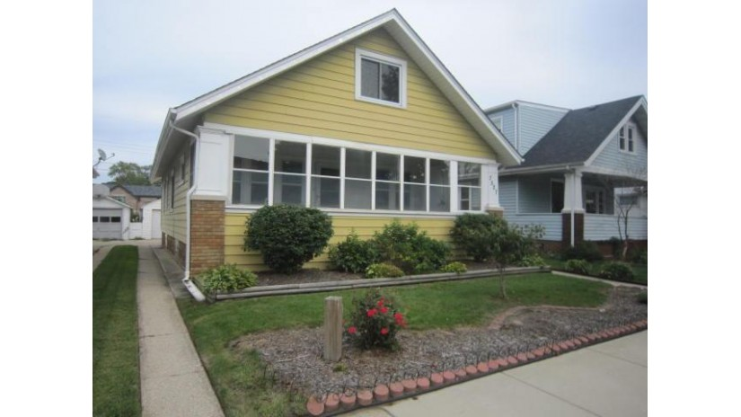 7527 14th Ave Kenosha, WI 53143-1501 by Keefe Real Estate, Inc. $114,900