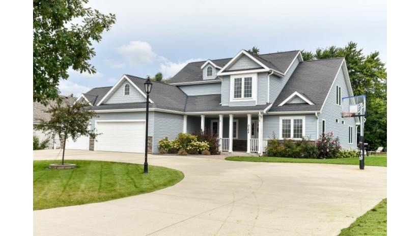 5164 W Harvard Dr Franklin, WI 53132-8191 by Shorewest Realtors $399,900