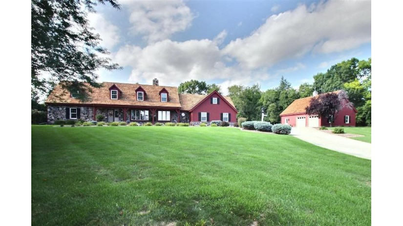 W297N931 Kings Way Delafield, WI 53188-9488 by First Weber Inc - Delafield $499,900
