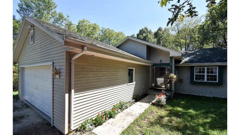 31021 Grand Dr Waterford, WI 53185-2922 by Kaplon Realty, Llc $245,000