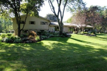 4025 S Brook Rd, Caledonia, WI 53126-9432