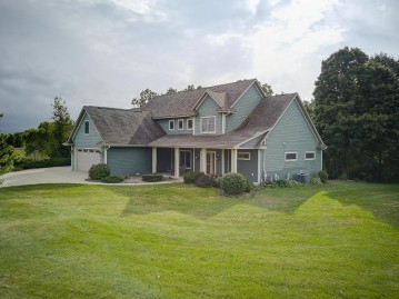 3271 Bay Hill Rd, Port Washington, WI 53074