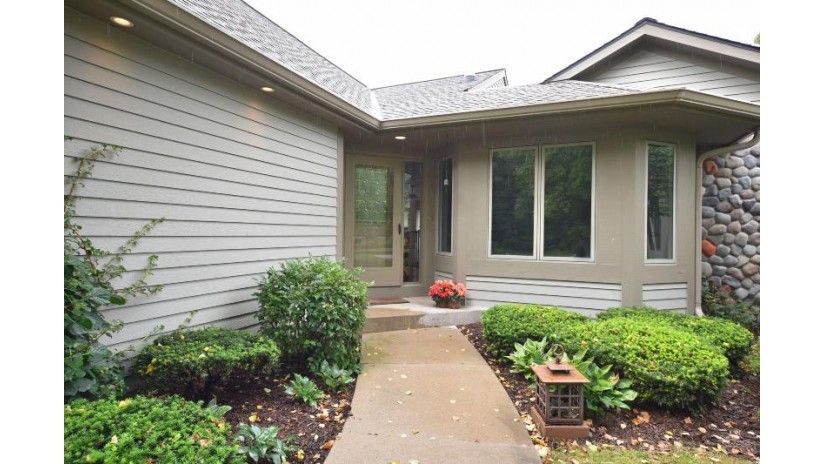 501 White Oak Trl Hartland, WI 53029-2447 by Keller Williams Realty-Lake Country $395,000