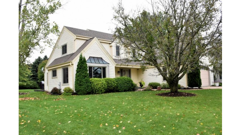 2106 Springbrook South Waukesha, WI 53186-1225 by Re/Max Realty 100 $369,900