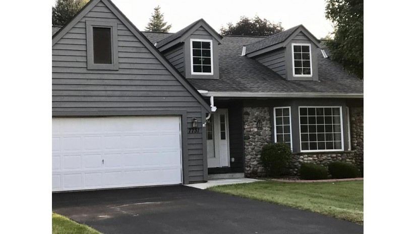 7731 W Cedar Ridge Ct Franklin, WI 53132 by Lake Country Flat Fee $259,900