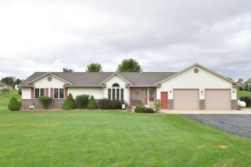 N6527 Valley View Ln, Hubbard, WI 53035-9525