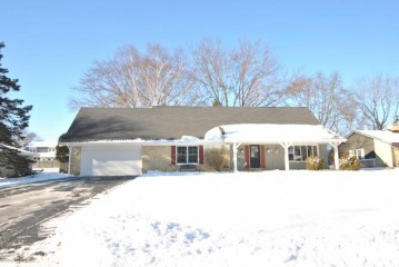 525 Alta Loma Dr, Thiensville, WI 53092-1405