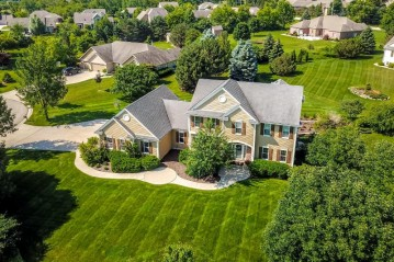8613 S Parkland Ct, Franklin, WI 53132-8234