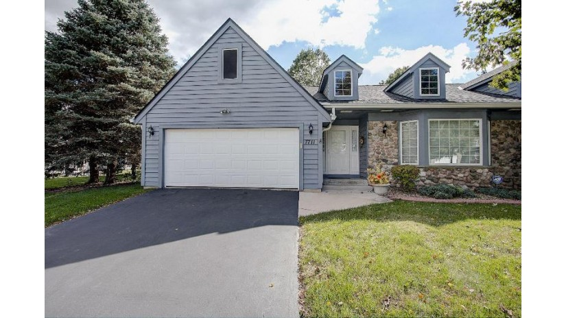 7711 W Maple Ridge Ct Franklin, WI 53132-9198 by Re/Max Realty 100 $278,900