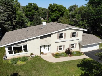 4930 S 122nd St, Greenfield, WI 53228-3002