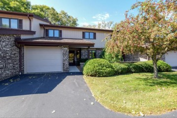12840 N Colony Dr, Mequon, WI 53097-2301