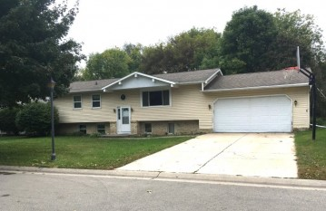 528 Mary Knoll Ln, Watertown, WI 53098