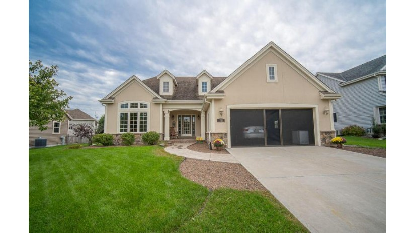 1723 Prairie Dr West Bend, WI 53095-8555 by Boss Realty, LLC $324,900