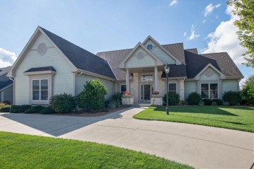 8027 S Bernards Way, Oak Creek, WI 53154-3156