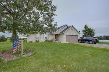 5222 Maple Rd, Trenton, WI 53095-9731