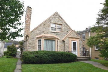5700 W Brooklyn Pl, Milwaukee, WI 53216-3141