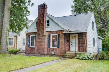 5931 N Santa Monica Blvd, Whitefish Bay, WI 53217-4619