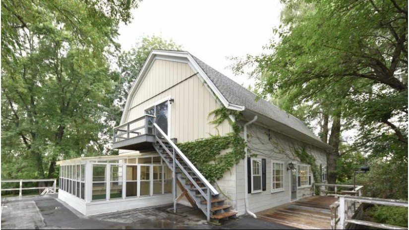 13855 N Davis Rd Mequon, WI 53097-1204 by Realty Executives Integrity~cedarburg $215,000