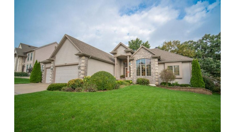 8222 W Woodfield Dr Franklin, WI 53132-8788 by RE/MAX Realty 100 $474,900