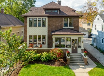 6765 Maple Ter, Wauwatosa, WI 53213-3258